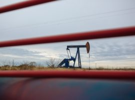 Нефтяная корпорация Ливии заявила о риске остановки добычи нефти и газа