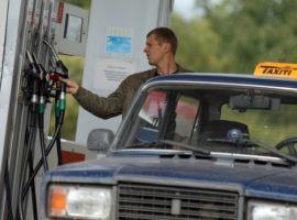 ФАС заметила невыполнение нефтяниками условий заморозки цен на бензин