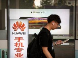 Основатель Huawei попросил не вводить ответные меры против Apple