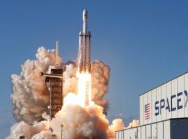SpaceX подала иск к правительству США
