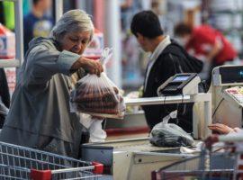 Операторы касс в магазинах подняли цены на обслуживание из-за маркировки