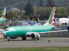 Boeing разместила непоставленные самолеты на парковке для машин