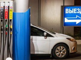 Росстат сообщил о росте цен производителей на бензин в мае на 17,5%