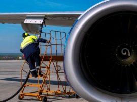 Минэнерго проверит случаи заправки самолетов грязным авиатопливом