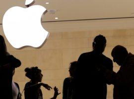 Apple запретила покупать криптовалюту и фишки в казино со своей карты