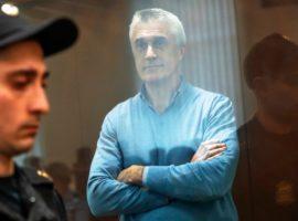 Суд арестовал долю фонда Калви в капитале банка «Восточный»