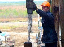 Минфин решил сохранить налоговые «нашлепки» для «Газпрома» и нефтяников