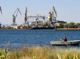 Крымский завод решил построить ледокол
